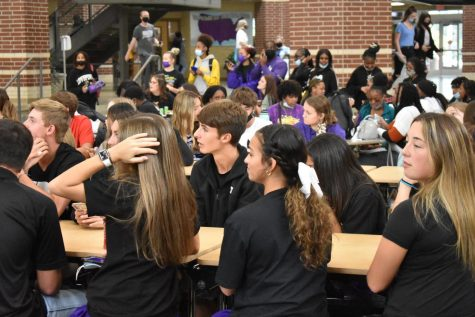 Students participated last Friday in a Kahoot during lunch time to earn points for color wars.